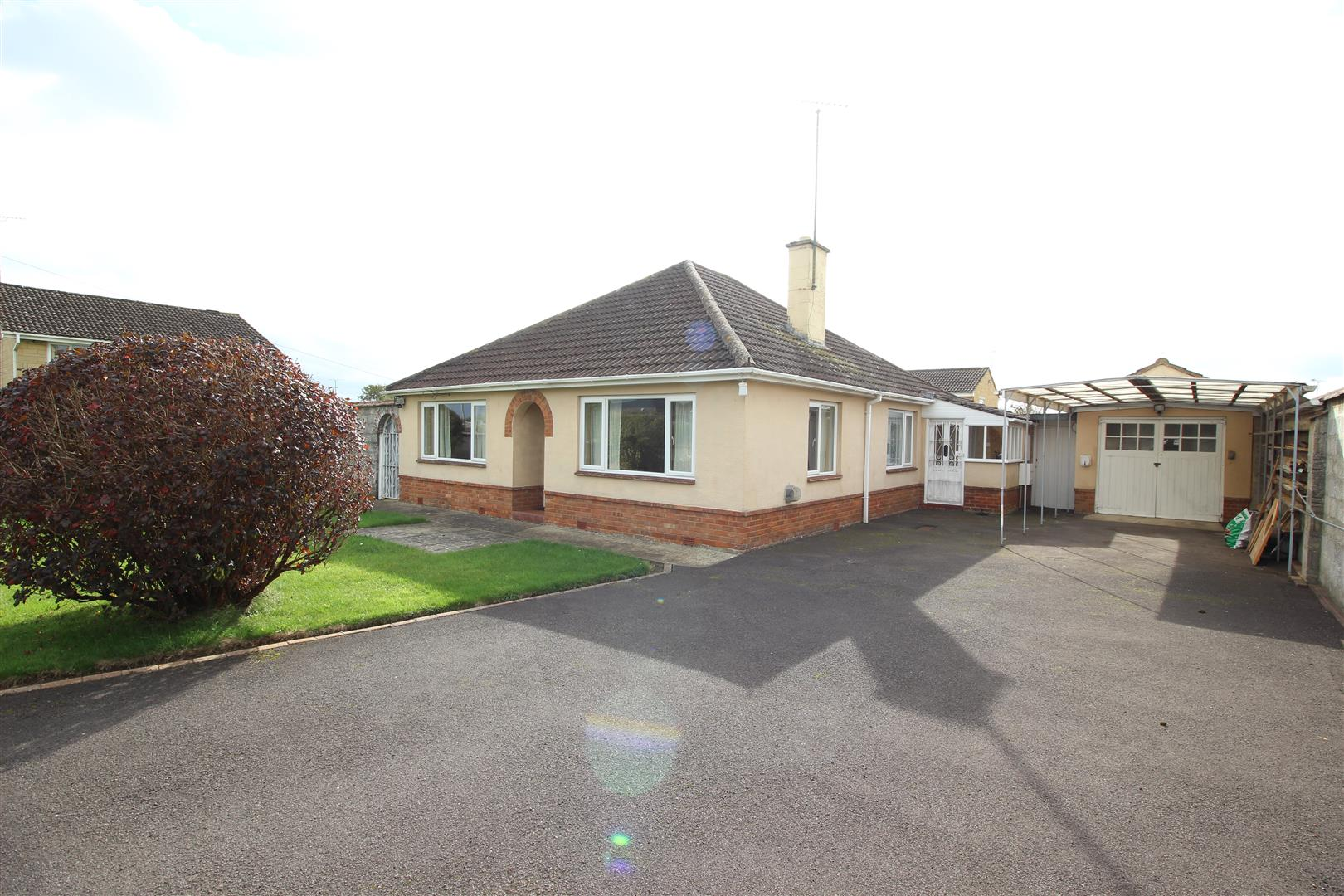 3 Bedrooms Bungalow for sale in Frogwell, Chippenham